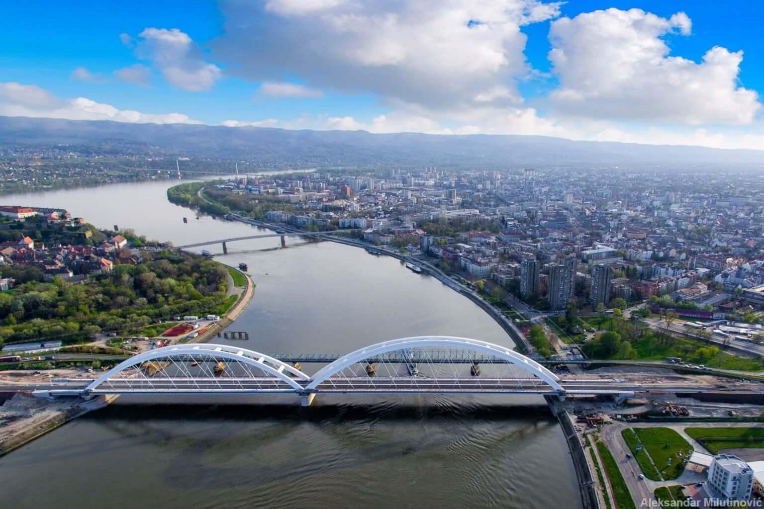 Novi_Sad_4_youth_bridge